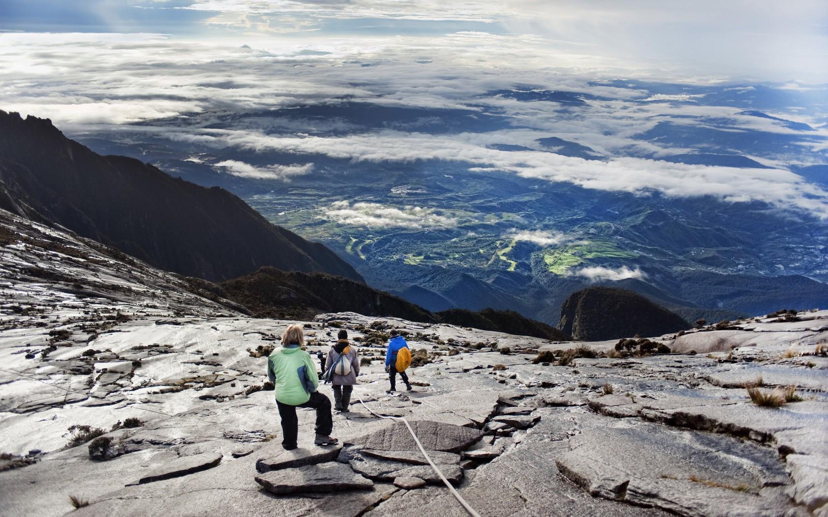 Overs-12.Mount-Kinabalu-IndonesiaFCR-306120-1680x1050