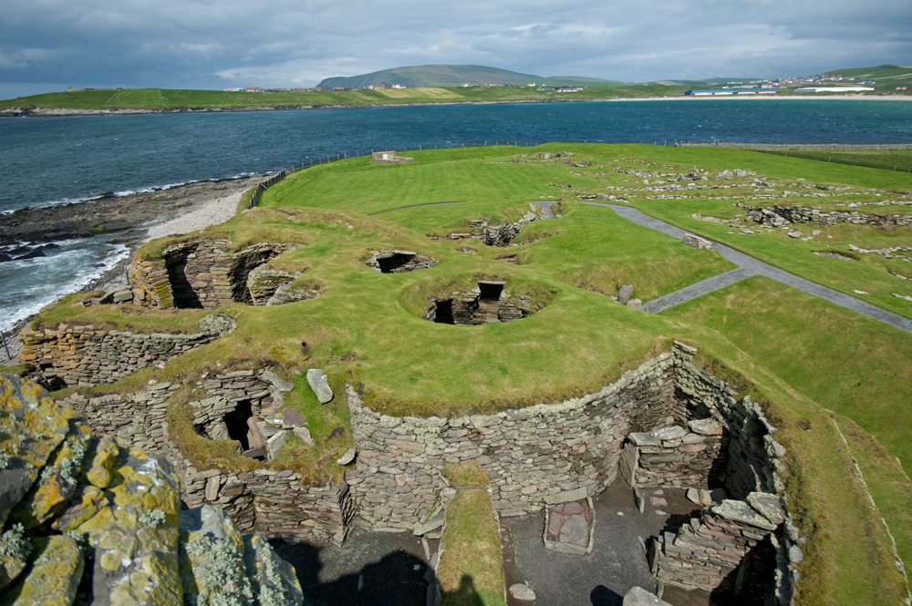 The Wheelhouses from the Hall, with the Norse Settlement on the Right. SCO 7391